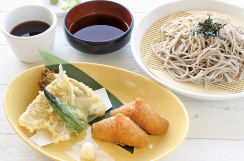 5月限定メニューキスと舞茸の天ぷらそば(稲荷寿司付)